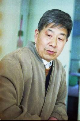 失踪飞行员王伟的家乡群众深情盼望他早日归来
